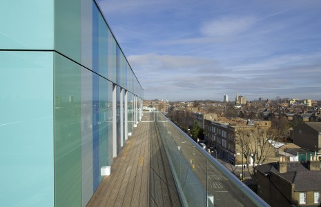 The ventilated rainscreen cladding system, StoVentec Glass, creates a stunning effect on the penthouse level of the Queensbridge Quarter apartment building in the London borough of Hackney.